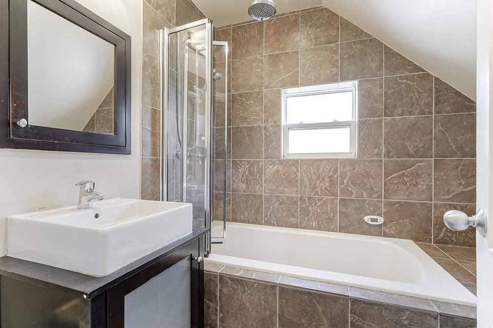 2676 2nd Floor Main Bath.jpg