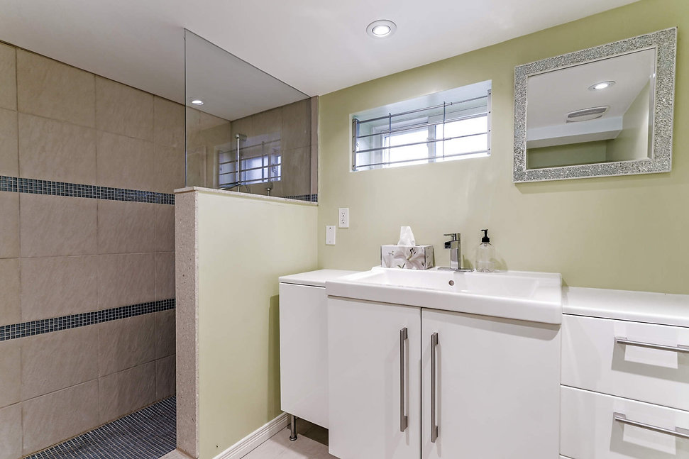 2676 Bathroom 3 BSMT.jpg