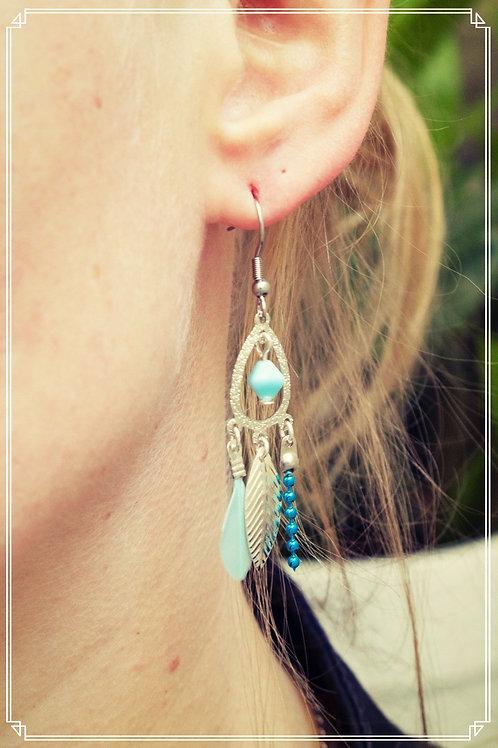 """Boucles d'oreilles """"Bohéme"""" bleu pendantes fait main plume attache en acier inox"""