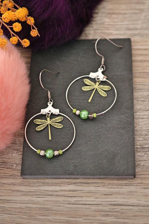 Boucles d'oreilles créoles libellules filigranes vertes attache acier ino