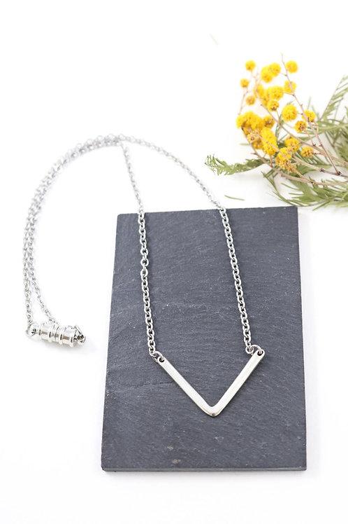 Collier aimanté V minimaliste chaine acier inoxydable fait main
