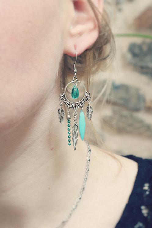 Boucles d'oreilles Zyla vert d'eau et argentées pendantes fait main plumes