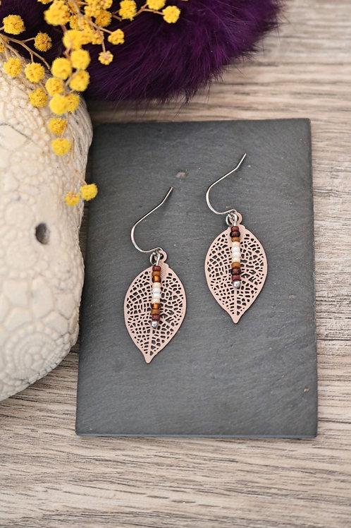 Petites boucles d'oreilles feuilles filigranes marrons artisanales légères