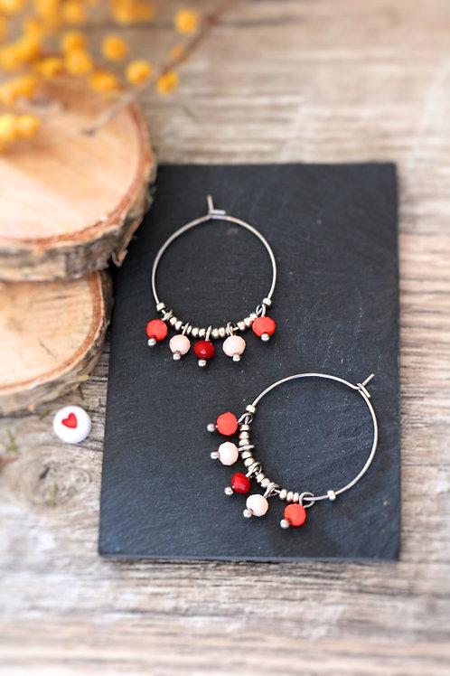 Créoles  boucles Perlita acier inoxydable arengté et perles tons rouges
