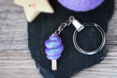 Porte clés Barbe à papa violette pailletée fimo artisanal