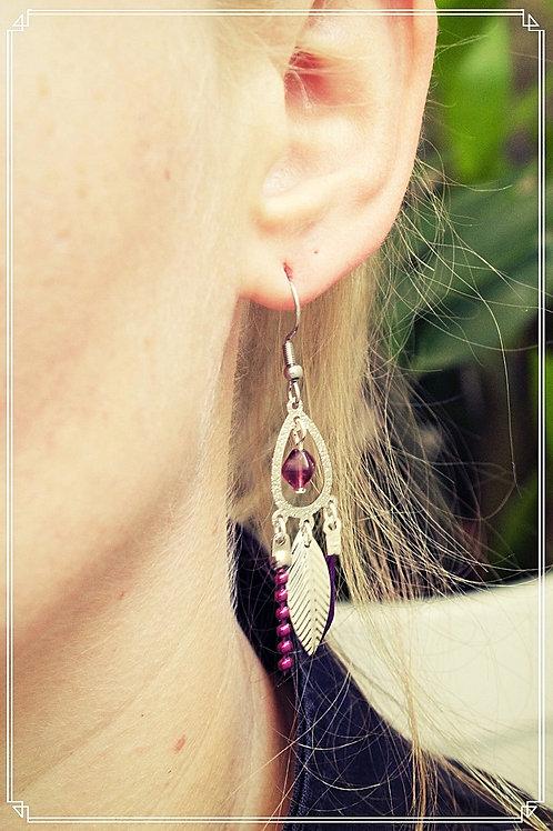 """Boucles d'oreilles """"Bohéme"""" violet pendantes fait main plume attache en acier"""