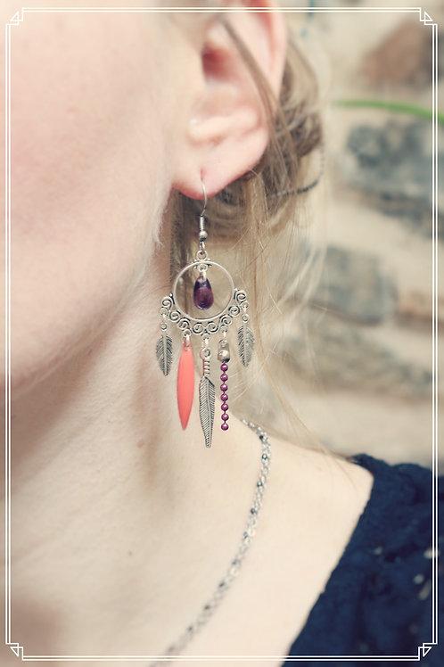 Boucles d'oreilles Zyla violet, corail et argentées pendantes fait main plumes