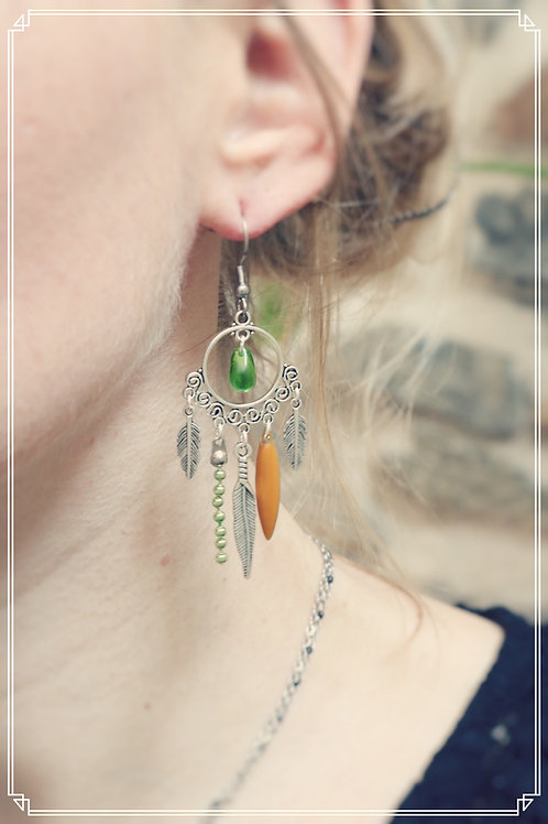 Boucles d'oreilles Zyla vert, jaune et argentées pendantes fait main plumes
