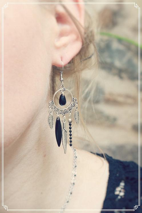 Boucles d'oreilles Zyla noir et argentées pendantes fait main plumes