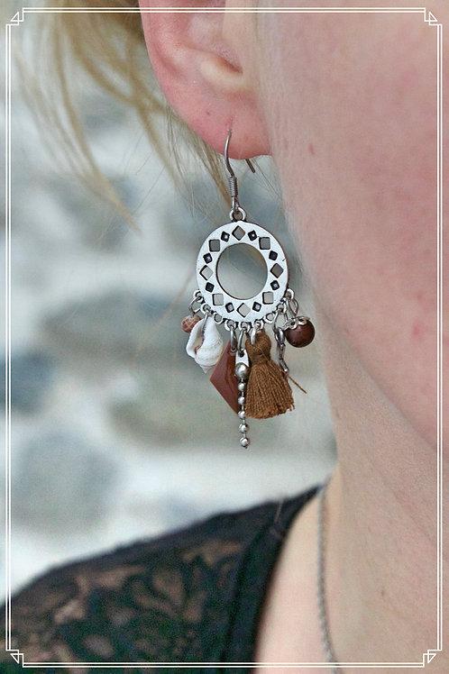 Boucles d'oreilles Anyla marrons et argentées pendantes fait main unique