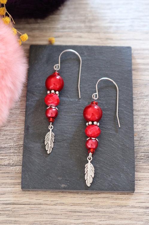 Boucles d'oreilles Nala pendantes rouges artisanales crochet acier ino
