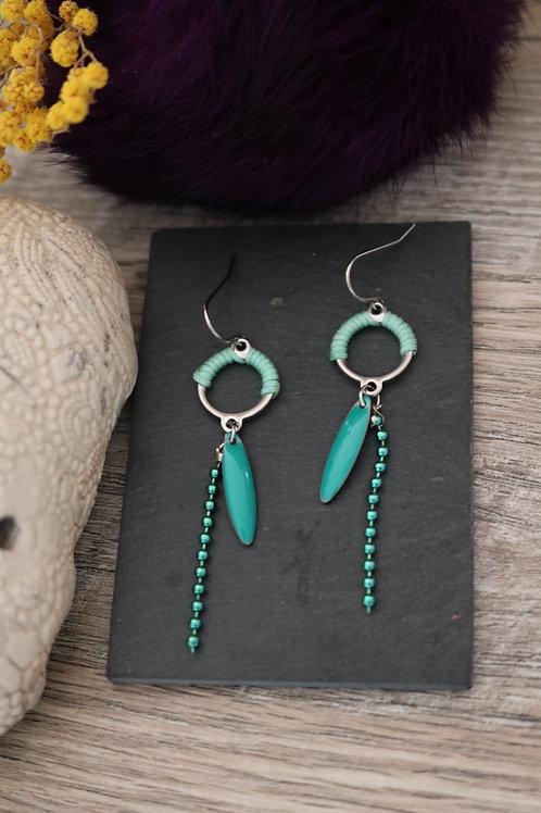 Mini boucles bohochic vert d'eau et argenté pendantes artisanales légères acier