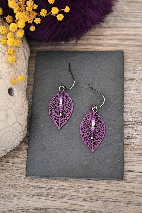 Petites boucles d'oreilles feuilles filigranes violettes artisanales légères