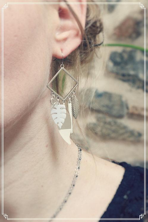 Boucles d'oreilles Talys blanc et argentées pendantes fait main