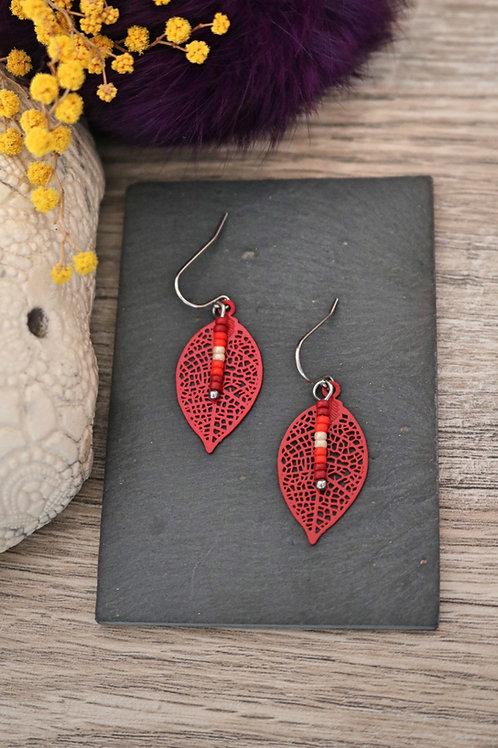 Petites boucles d'oreilles feuilles filigranes rouges artisanales légères
