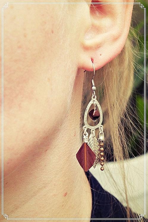 """Boucles d'oreilles """"Bohéme"""" marron pendantes fait main plume attache en acier"""