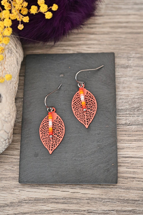 Petites boucles d'oreilles feuilles filigranes oranges artisanales légères