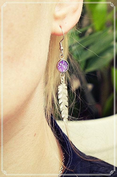 Boucles plumes violettes pendantes pailletées fait main attache acier inox