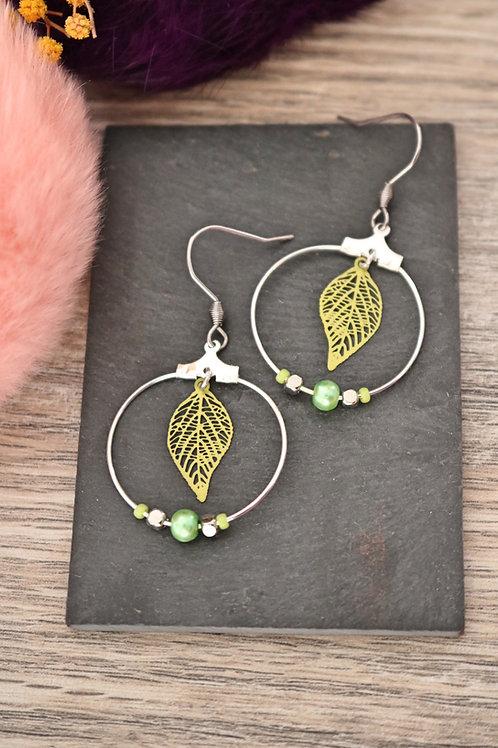 Boucles d'oreilles créoles feuilles filigranes vertes attache acier inox