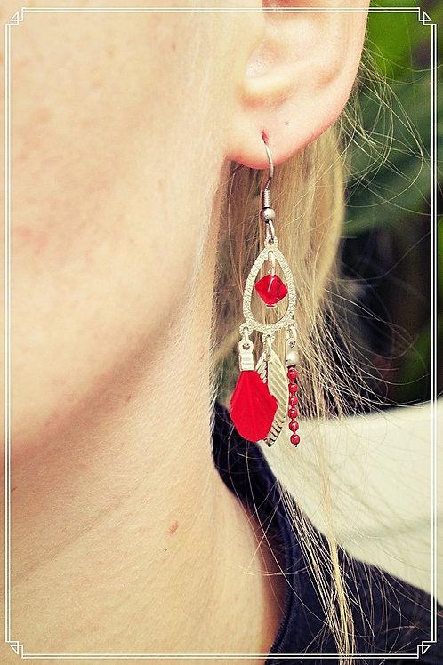 """Boucles d'oreilles """"Bohéme"""" rouge pendantes fait main plume attache en acier"""