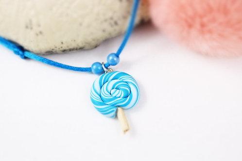 Collier enfant sucette lollipop bleue fimo artisanal fille gourmande sucrerie