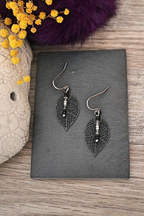 Petites boucles d'oreilles feuilles filigranes noires artisan