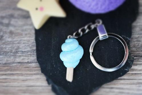 Porte clés Barbe à papa bleue pailletée fimo artisanal