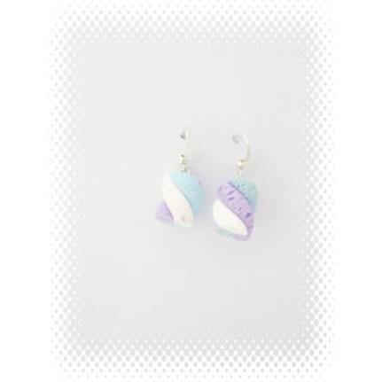 Boucles bonbon guimauve bleu et violet en fimo attache en acier inoxydable