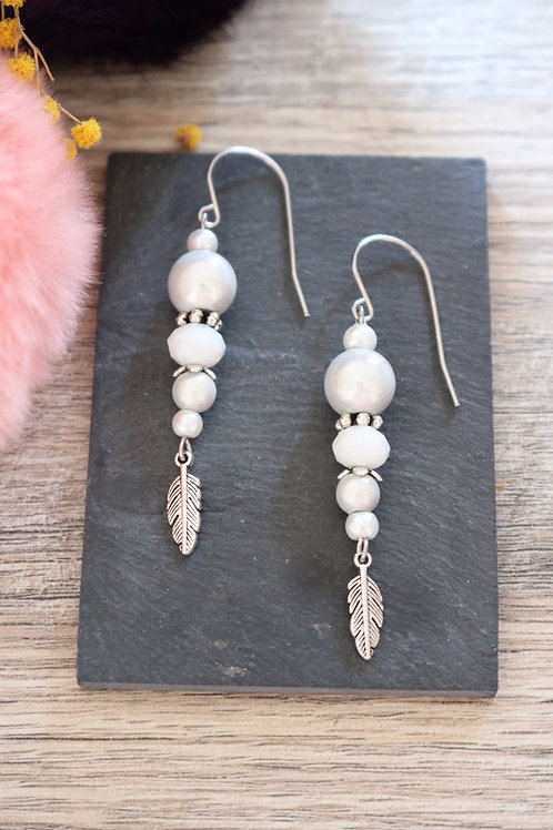 Boucles d'oreilles Nala pendantes blanches artisanales crochet