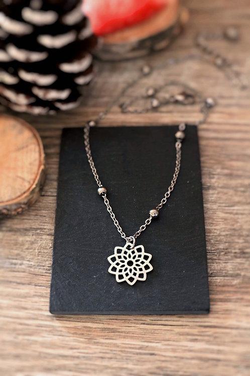 Collier en acier inoxydable fleur mandala, réglable argenté fait main