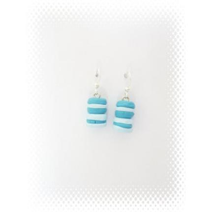 Boucles gateau duo de macarons bleu en fimo attache en acier inoxydable