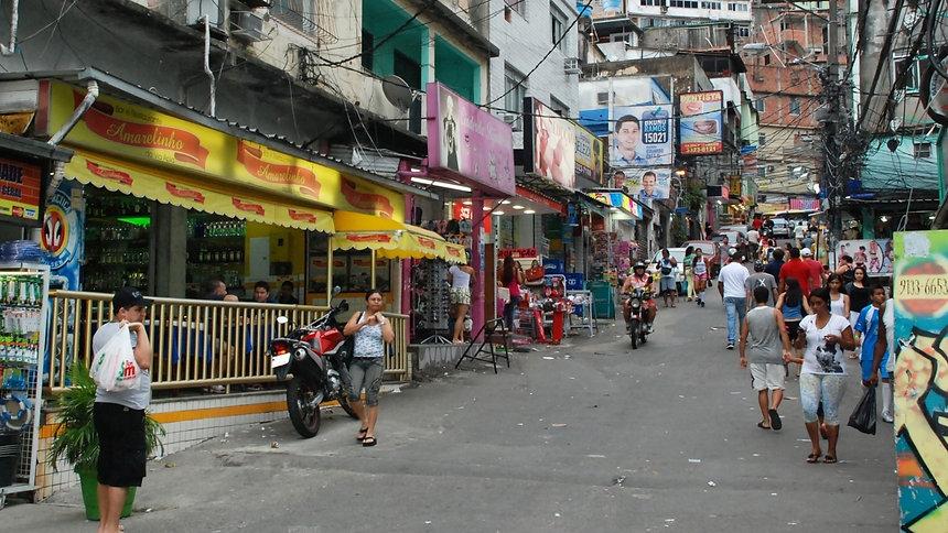 rua-via-apia-na-favela-da-rocinha-no-rio