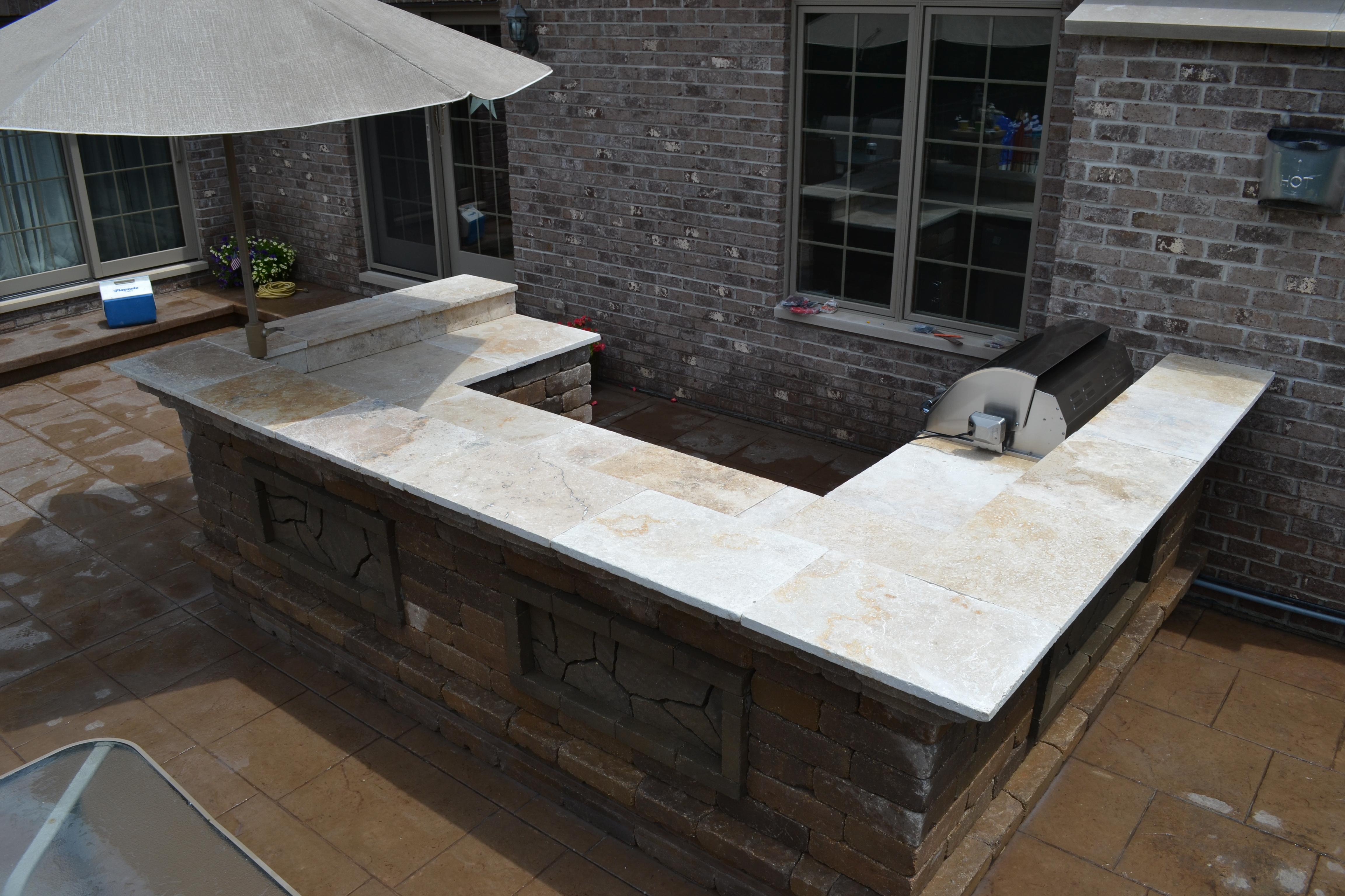 outdoor kitchen builder
