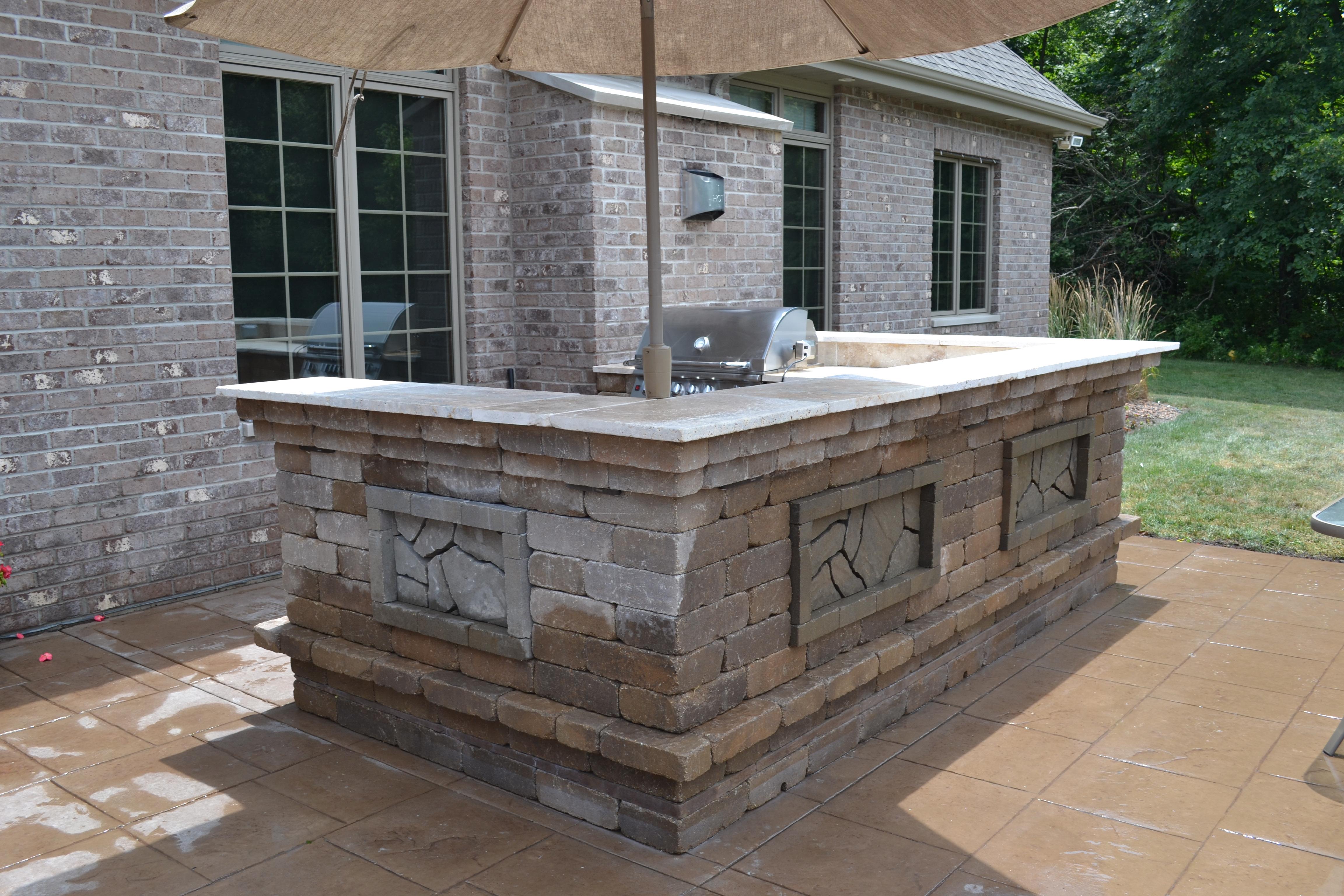 outdoor kitchen contractor