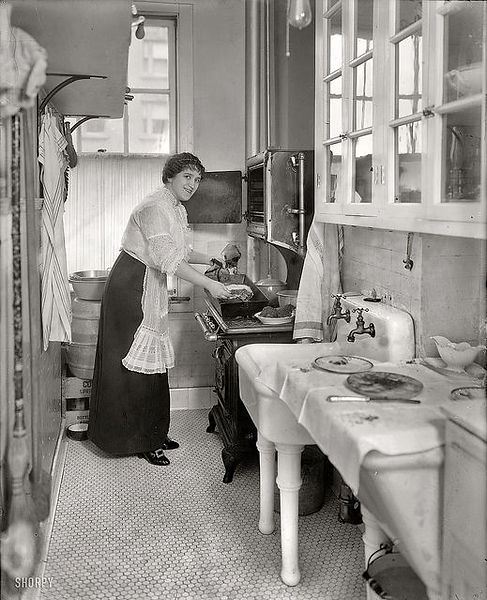 Kitchen circa 1914.jpg