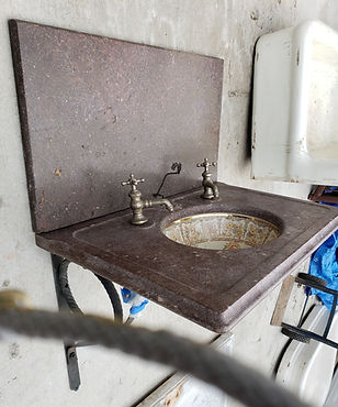 tenesee marble sink o brackets pic 1.jpg
