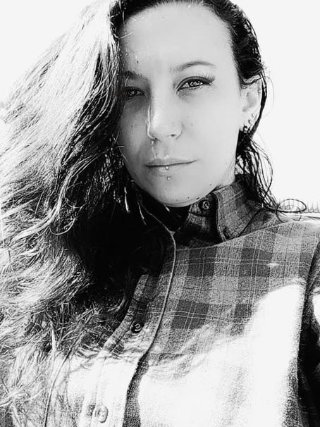Mandy Delphino: Autoconhecimento, processos e lançamentos da Banda Last Dawn.