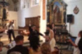 Alex und Julia tanzen beim Auszugslied von Nina Fleisch