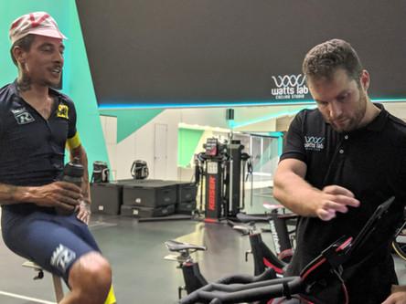 Plan de entrenamiento de Zwift Vs un entrenador de ciclismo