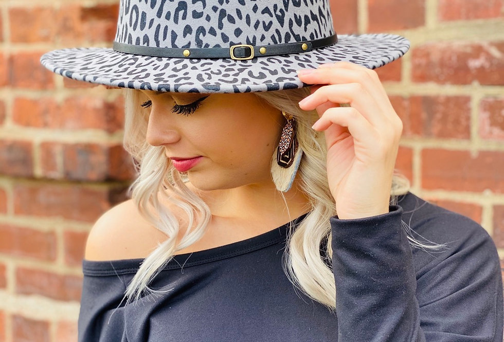 Chic On The Side Cheetah Hat in Grey