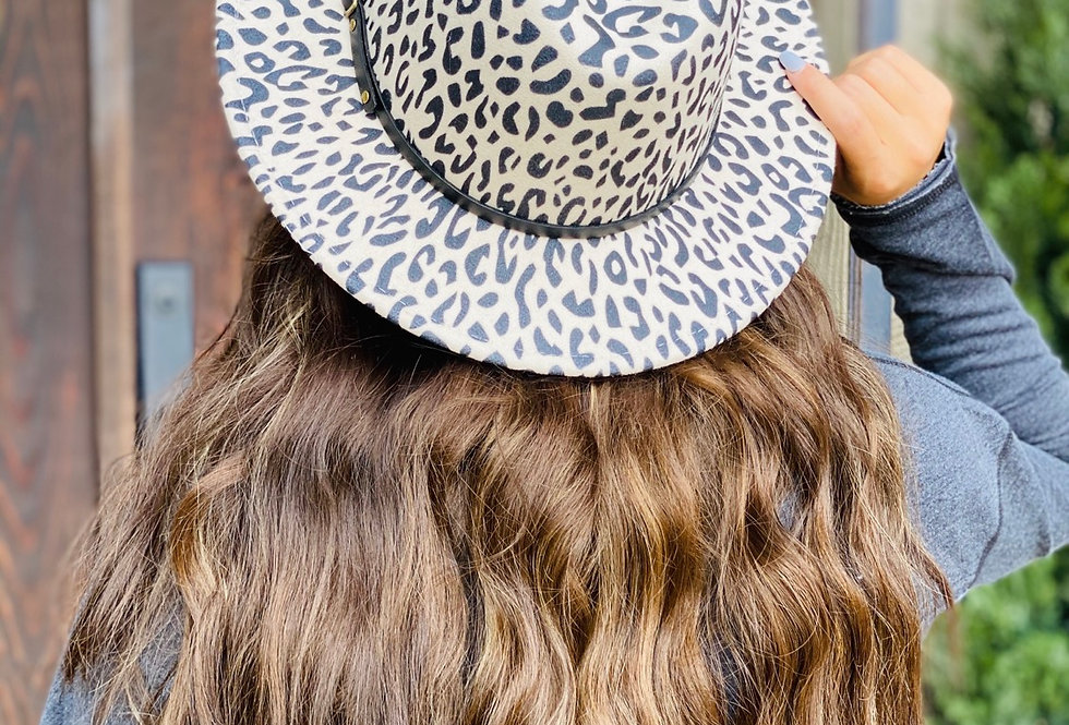 Chic On The Side Cheetah Hat in Cream