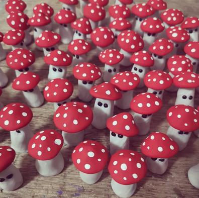 100 lil shrooms