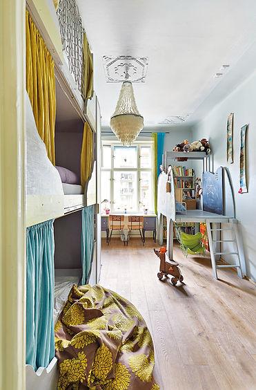 návrhy interiéru RabunaDesign dětský pokoj šedý trojpalanda perleťový lustr slon houpačka palanda hračky