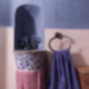 RabunaDesign toaleta modrý marocký štuk tadelakt nábytek z teaku malované umyvadlo