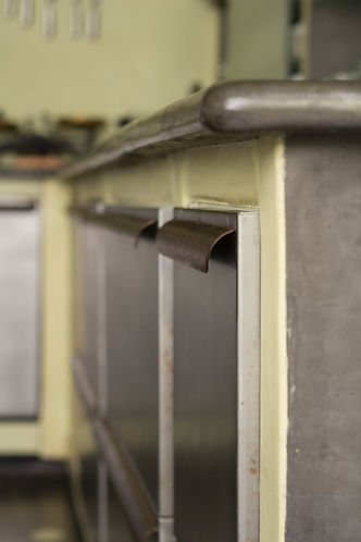 RabunaDesign industriální kuchyně šedá zelená marocký štuk tadelakt ocelová dvířka