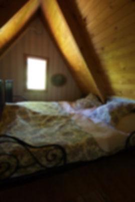 návrhy interiéru RabunaDesign podkroví ložnice dřevěná chata venkovský rustikální venkov hygge
