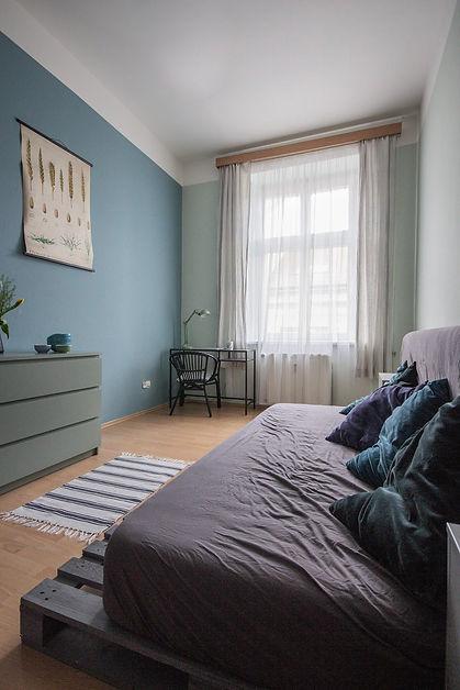 návrhy interiérů rabunadesign obývací pokoj byt bydlení paletová postel pohovka