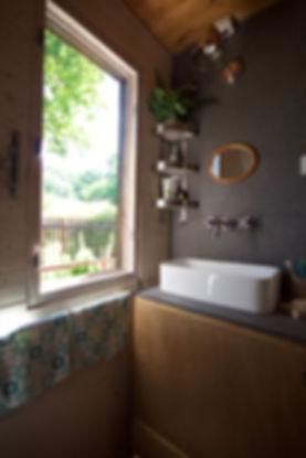 RabunaDesign dřevněná chata koupelna