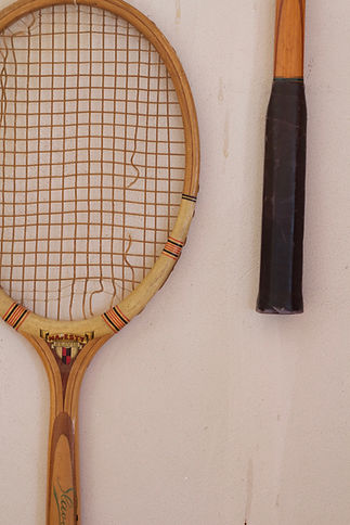 návrhy interiéru RabunaDesign dekorace vintage staré tenisové rakety