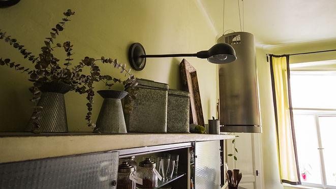 RabunaDesign industriální kuchyně zelená šedá marocký štuk drátosklo